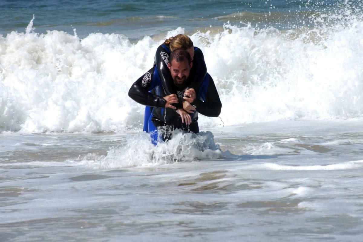Bewusteloze duiker uit het water halen